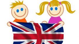 Bambini con bandiera inglese